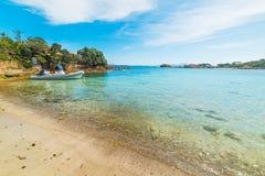 Gommone in Sardegna immagini stock libere da diritti