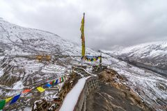 Gompa - Dhankar by, Spiti dal, Himachal, Indien royaltyfri fotografi