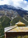 Gompa under Annapurna nära den Khangsar byn, Nepal Royaltyfria Foton