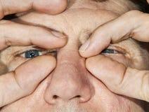 Ögon av en man i detalj Fotografering för Bildbyråer