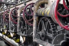 Шестерня катит внутри колониальную фабрику сахара в Gondang Baru, Ява, Индонезии Стоковые Фото