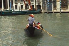 Gondel auf dem Kanal groß Lizenzfreie Stockfotos