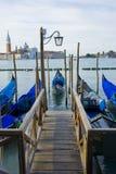 Gondel-Boote auf großartigem Kanal Venedig Italien Stockbilder