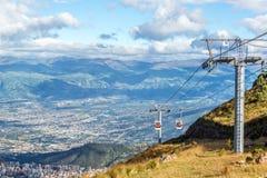 Gondel, die von Quito steigt Lizenzfreie Stockbilder