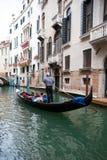 Gondel mit Touristen Lizenzfreie Stockfotos