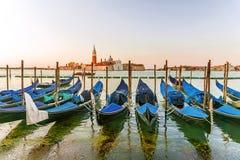 Gondel op de waterkant in Venetië Stock Afbeelding