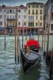 Gondel op Grand Canal wordt vastgelegd dat royalty-vrije stock afbeeldingen