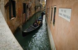 Gondel op Kanaal in Venetië stock afbeelding