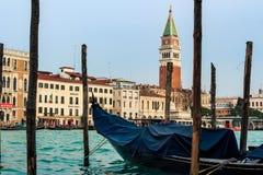 Gondel und San Marco Cathedral In Venice lizenzfreie stockbilder