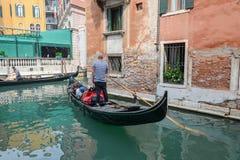 Gondelier in Venetië stock foto