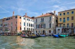 Gondelierzeilen op Grand Canal, Venetië, Italië stock fotografie