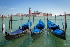 Gondeln und San Giorgio Maggiore Church in Venezia Lizenzfreies Stockbild