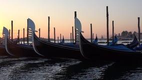 Gondelnahaufnahme an der Dämmerung Venedig, Italien stock footage