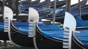 Gondelnahaufnahme der Nasen drei am frühen Morgen Venedig stock footage
