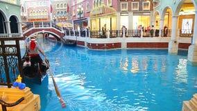 Gondelrit in Venetiaans Macao stock footage