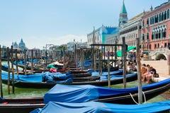 Gondels dichtbij Piazza San Marco in Venetië Stock Foto