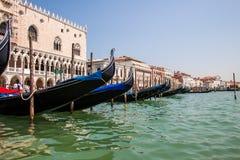Gondels in Groot Kanaal, Venetië, Italië Royalty-vrije Stock Afbeelding