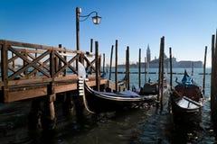 Gondels in lagune van Venetië Stock Foto