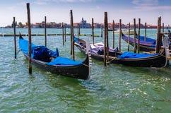 Gondels in lagune van Venetië, Italië royalty-vrije stock afbeeldingen