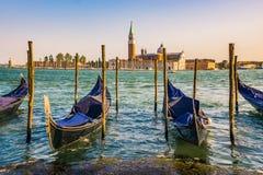 Gondels met de kerk van San Giorgio di Maggiore op de achtergrond Venetië, Venezia, Italië, Europa Royalty-vrije Stock Foto's