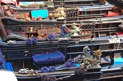 Gondels op een kust in de close-up van Venetië Royalty-vrije Stock Afbeelding
