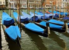 Gondels op Groot Kanaal, Venetië, Italië Stock Foto's