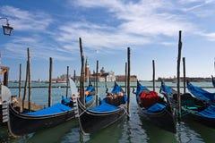 Gondels op kade dichtbij San Marco Royalty-vrije Stock Foto