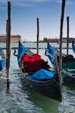 Gondels op meertros dichtbij San Marco royalty-vrije stock fotografie