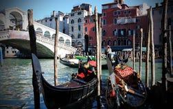 Gondels in Venetië stock afbeeldingen