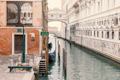 Gondelstation in Venedig Italien stockbilder