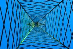 Gondelstiel agains ein tiefer blauer Himmel lizenzfreie stockfotografie