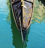 Gondol främre sida, Venedig, Italien royaltyfri bild