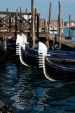 Gondol kanal av Venedig, Italien arkivbilder