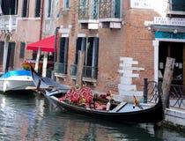 Gondol på en kanal i Venedig Royaltyfri Fotografi