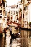 Gondol på kanalen i Venedig arkivfoton