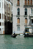 Gondol på kanalen, Venedig, Italien Royaltyfri Bild
