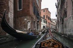 Gondol på kanalerna av Venedig Royaltyfri Foto