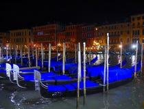 Gondola alla notte - modo unico del viaggio a Venezia Fotografia Stock