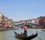 Gondola in canale di Venezia Fotografia Stock