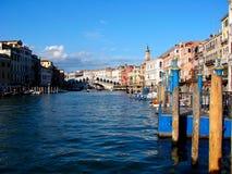 Gondola del canal grande di Canale di architettura di Venezia grande fotografia stock libera da diritti