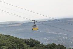 Gondola della teleferica dei passeggeri in montagna Mashuk, Russia Immagine Stock