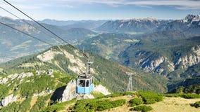 Gondola della teleferica in montagne bavaresi delle alpi Fotografie Stock Libere da Diritti