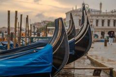 Gondola di parcheggio a Venezia Immagine Stock