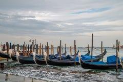 Gondola di parcheggio a Venezia Fotografia Stock Libera da Diritti