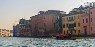 Gondola di Santa Claus a Venezia Immagine Stock Libera da Diritti
