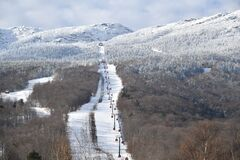 Gondola lift at Stowe Mountain Ski Resort in Vermont, view to the Mansfield mountain slopes