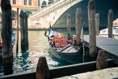 The gondola near by Rialto bridge Royalty Free Stock Photos