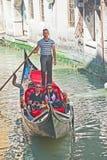 Gondola sul canale di Venezia. fotografia stock libera da diritti