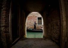 Gondola sul canale a Venezia immagini stock libere da diritti