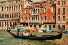 Free Gondola Taking Tourists For Ride In Venice Royalty Free Stock Photos - 150803388